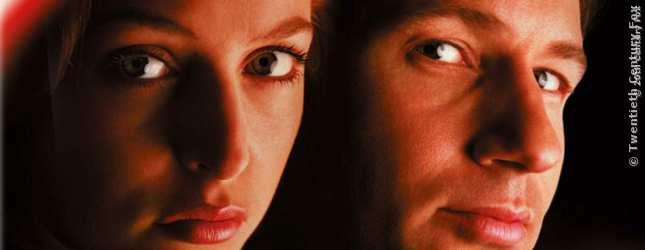 1993: AKTE X, Scully und Mulder werden als Special-Agents zusammengewürfelt und ermitteln in übernatürlichen Fällen des FBI - aus dem Keller und mit riesigem Erfolg.
