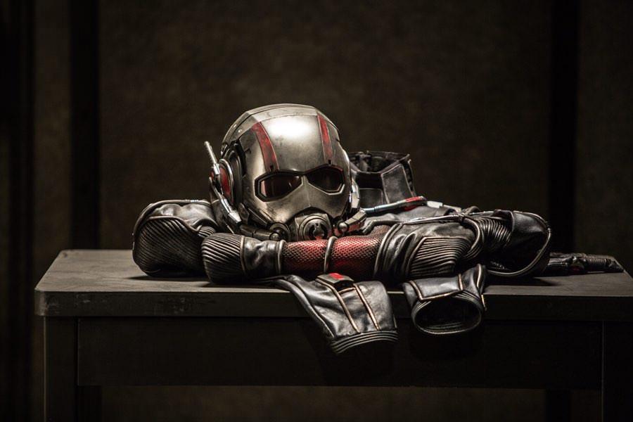 So sieht der Anzug von Ant-Man aus, wenn er auf seinen Einsatz wartet.