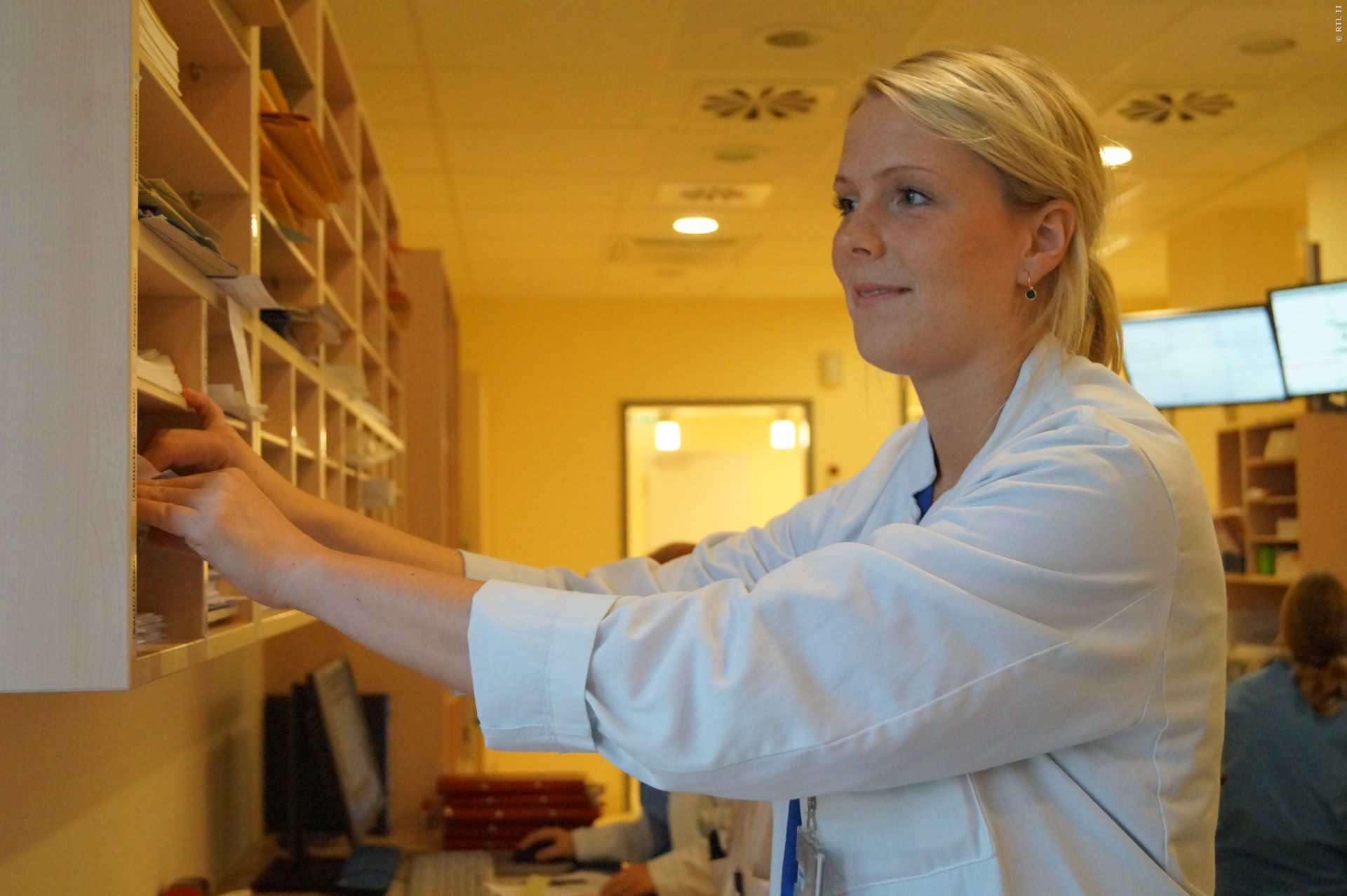 Assistenzärztin Dr. Claudia Sondermann nimmt werdenden Müttern die Angst vor der schmerzhaften Geburt.