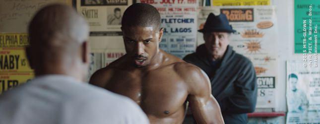 Rocky steht zwar nur im Hintergrund, aber er ist immer noch gefährlich für alle anderen Boxer.