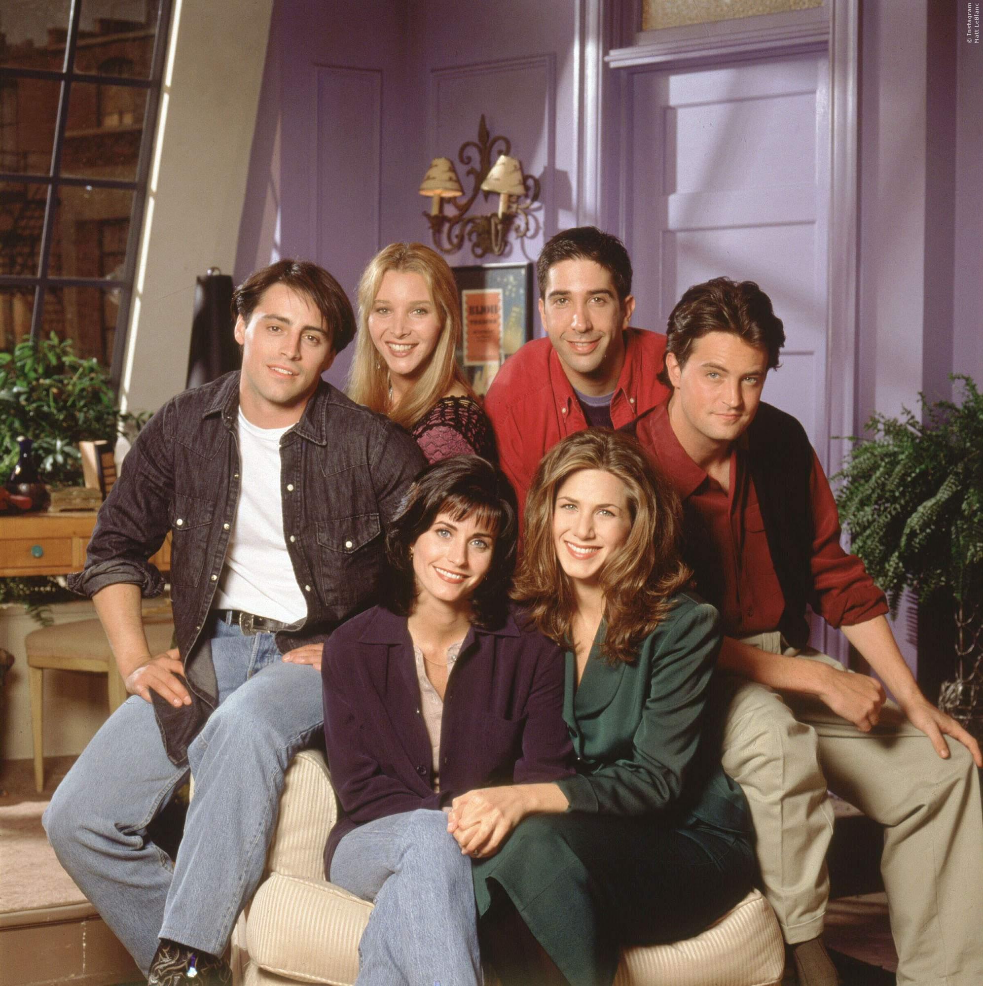 1994: FRIENDS, sechs Freunde leben zusammen in News York und machen alle neidisch. Die ganze Welt wollte mit Monica, Ross, Phoebe, Joey, Rachel und Chandler befreundet sein.