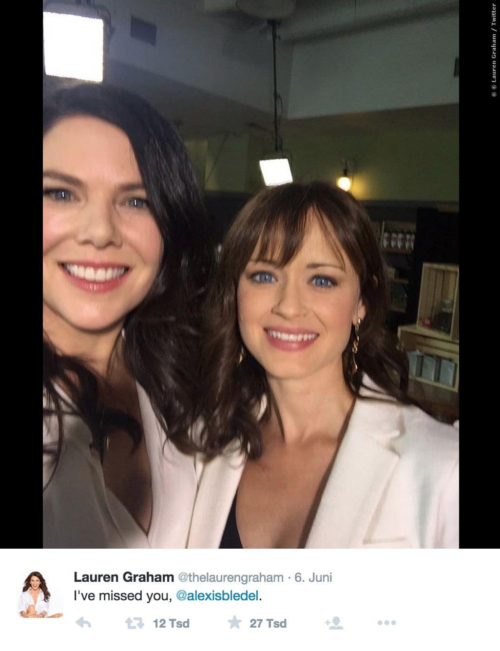 Lorelai und Rory hatten schon vor ihrem Bühnenauftritt Kuschelbedarf!