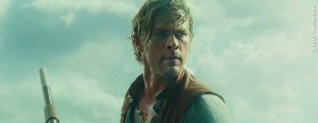 Chris Hemsworth auf der Jagd nach einem Wal, der ihm auf hoher See nach dem Leben trachtet.