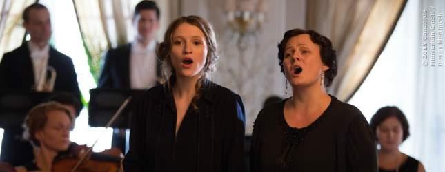Hazel (Christa Théret) singt ein Duett mit Marguerite (Catherine Frot)