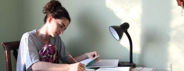 Mit ihren Studien kommt Carina gut vorran.
