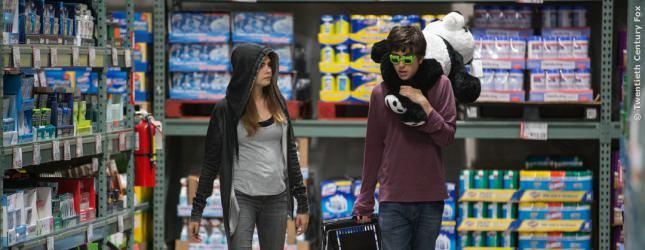 Im Supermarkt kaufen Quentin und Margo nachts ein bisschen ein. Dinge die keiner braucht, die aber Spaß machen.