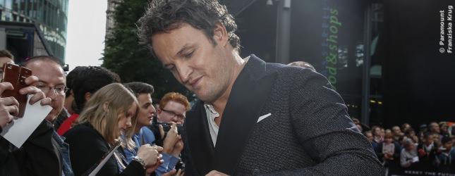 Schauspieler Jason Clarke, nicht verwandt mit Emilia, war ebenso geduldig bei seinen deutschen Fans.
