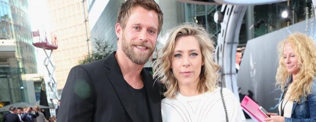 Marisa Leonie Bach Arm in Arm mit Ken Duken, Gäste auf der Premiere von Terminator: Genysis in Berlin.