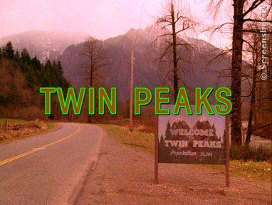 1990: TWIN PEAKS, der Tod von Laura Palmer sollte aufgeklärt werden und entwickelte sich zum Strassenfeger. Dabei wurde die Serie mit jeder Folge abgedrehter und undurchsichtiger.