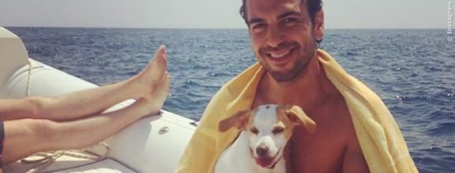 Elyas Mbarek mit seinem Hund