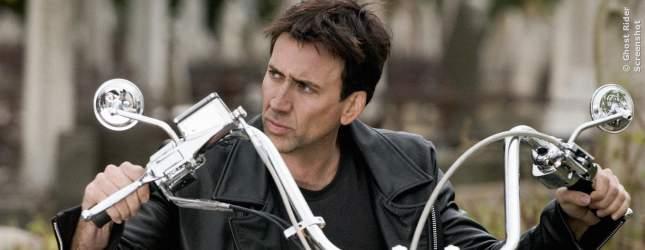 Nicolas Cage aus GHOST RIDER hat im Haus seines Onkels (Francis Ford Coppola) einen Geist gesehen und kam nie wieder zu Besuch. Klingt ja ein bisschen nach Ausrede...