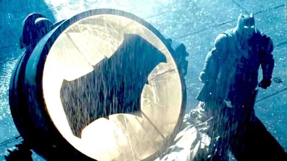 """KOSTÜM: Robert Pattinson trägt als """"Batman"""" keinen schwarzen Anzug - Neuer Look"""
