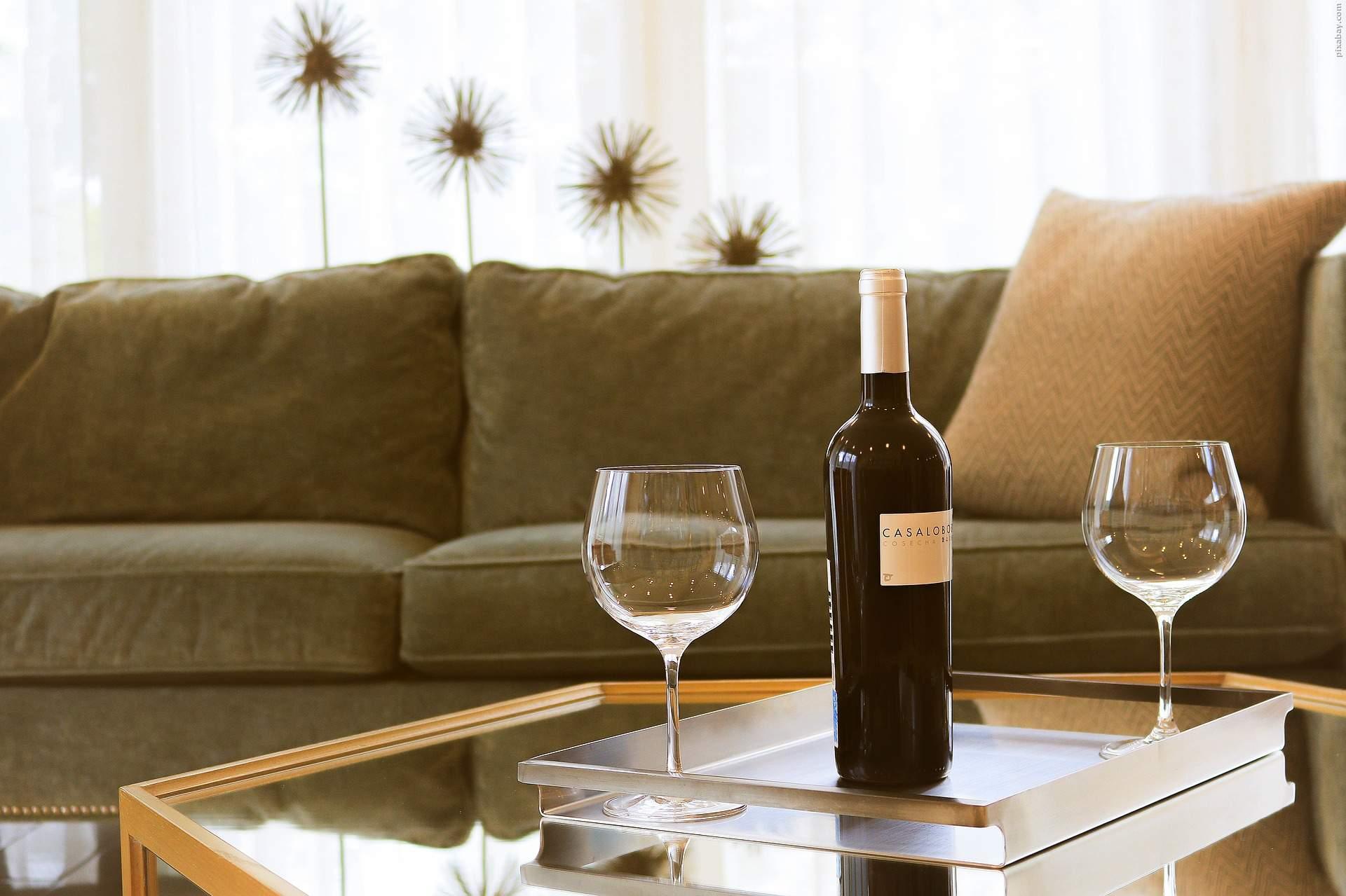 Mit einem guten Wein lässt sich der Fernsehabend noch angenehmer gestalten.