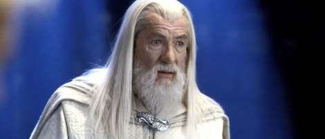 """Sehen wir in """"Der Herr der Ringe""""-Serie einen jungen Gandalf? Kult-Schauspieler Ian McKellen reagiert witzig auf diese Fantheorie - News 2021"""