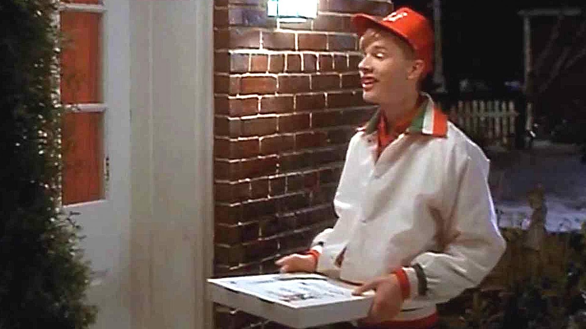 VIDEO: 'Kevin Allein Zu Haus' bekommt seine Pizza geliefert! Die epische Szene mit dem Videorekorder!