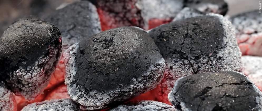 Brandgefahr: Darauf müsst ihr beim Entsorgen von Grillkohle achten