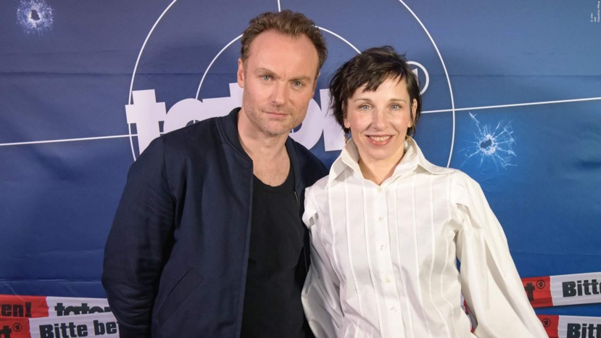 """Schauspielerin Meret Becker und Schauspieler Mark Waschke bei der Premiere vom """"Tatort: Meta"""" in Berlin"""
