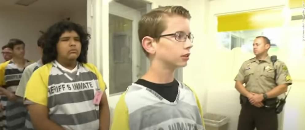 Kinder im Knast: Das sind die Gründe, wieso sie dort gelandet sind