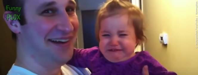 Babys hassen Papas nach Rasur und erkennen ihre Väter gar nicht wieder
