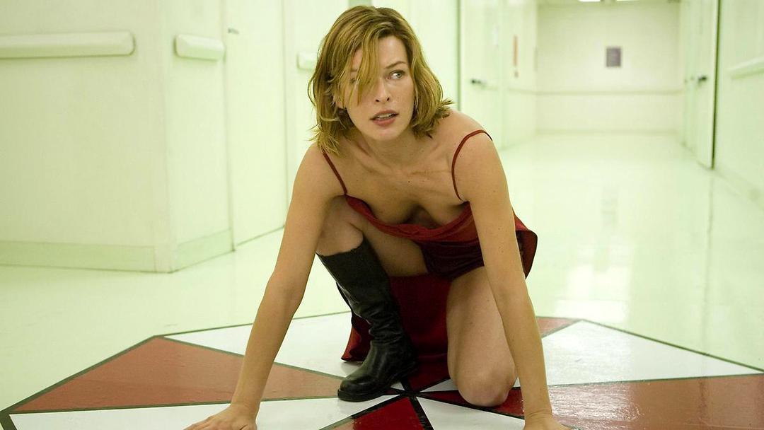 Resident Evil: Milla Jovovichs heißeste Outfits - Bild 8 von 10