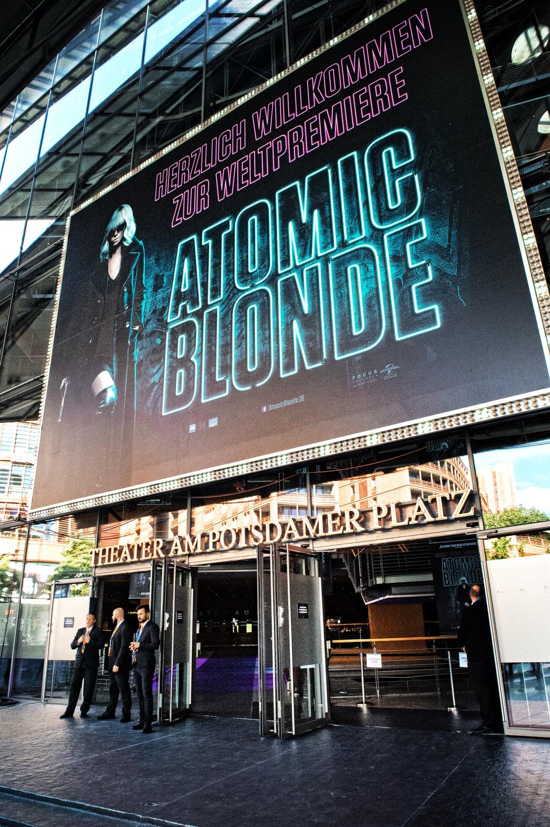 Charlize Theron feiert in Berlin die Weltpremiere von Atomic Blonde - Bild 1 von 22