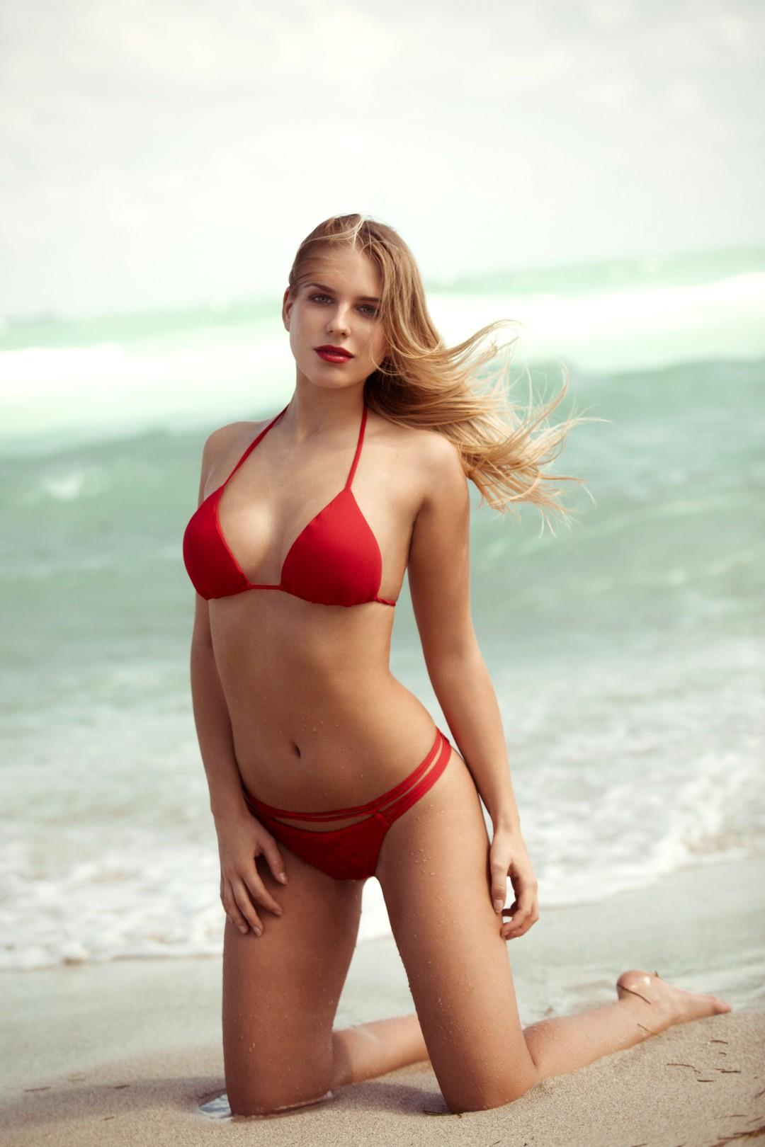 Der Bachelor 2017: Alle Kandidatinnen im Bikini - Bild 22 von 23