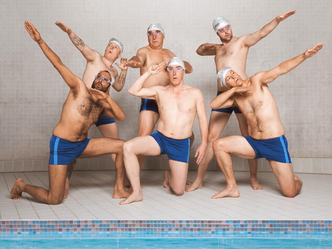 Swimming With  Men - Bild 1 von 7