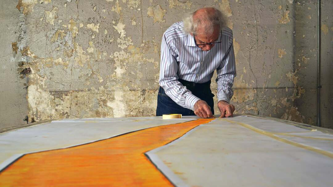 Christo - Walking On Water Trailer - Bild 1 von 6