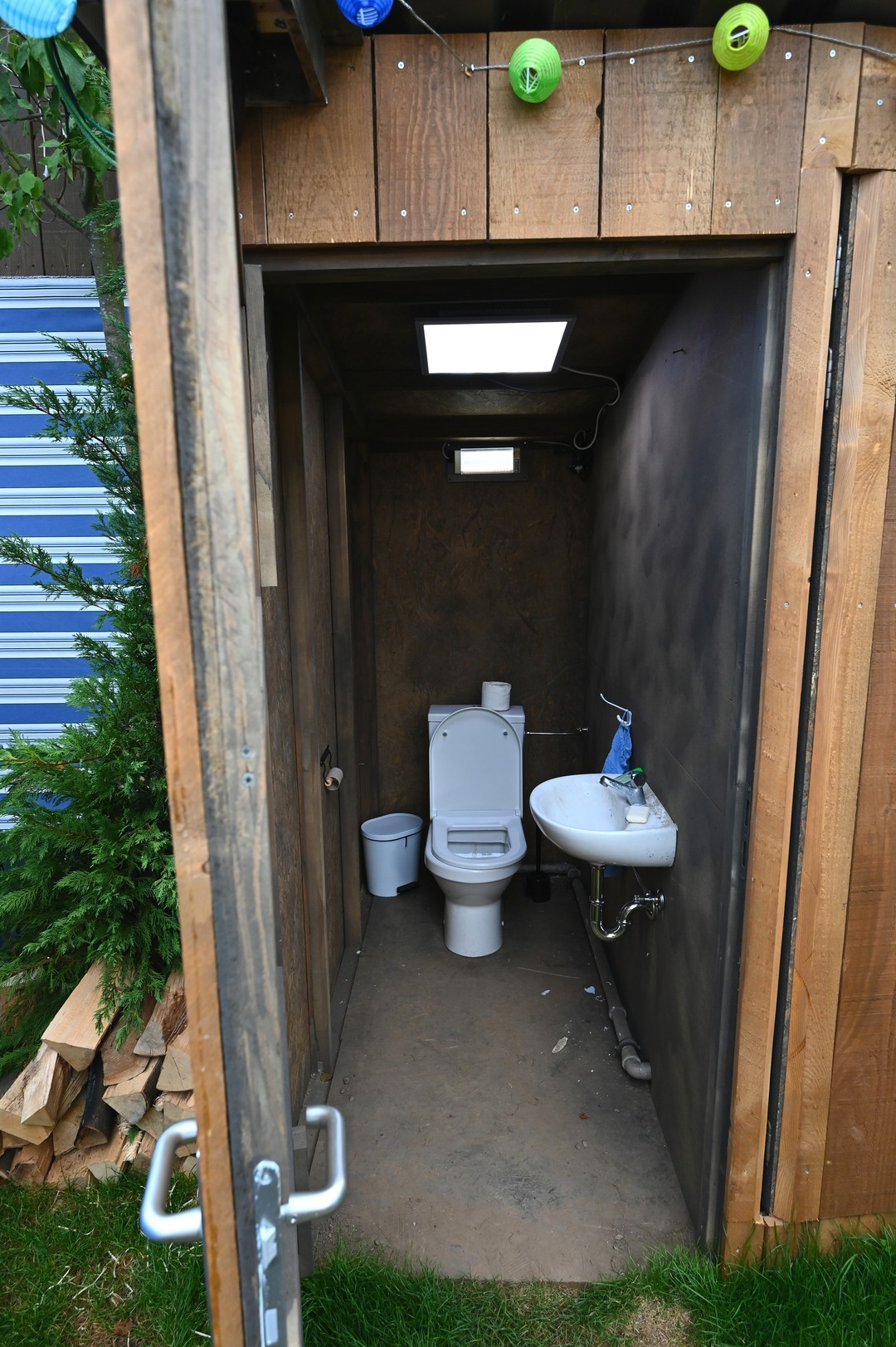 Promi Big Brother: Bilder-Galerie zum Camping-Platz - so hausen die Bewohner - Bild 1 von 17