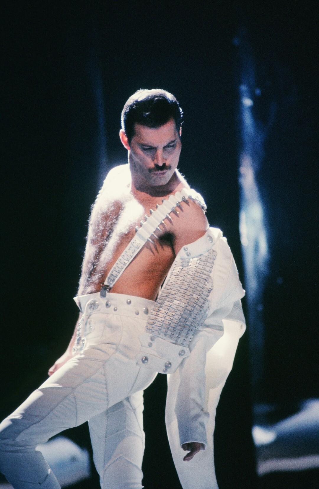Freddie Mercury: Plattenfirma zeigt bisher unveröffentlichten Unplugged-Auftritt - Bild 2 von 3