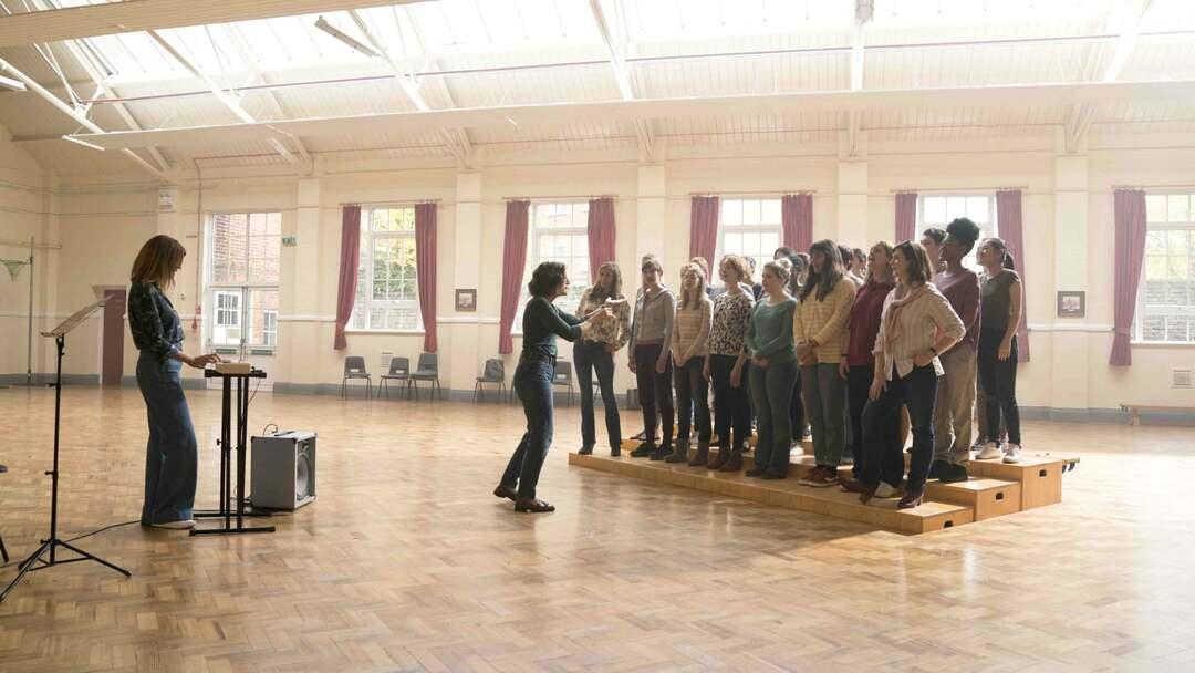 Mrs. Taylors Singing Club Trailer - Bild 1 von 9
