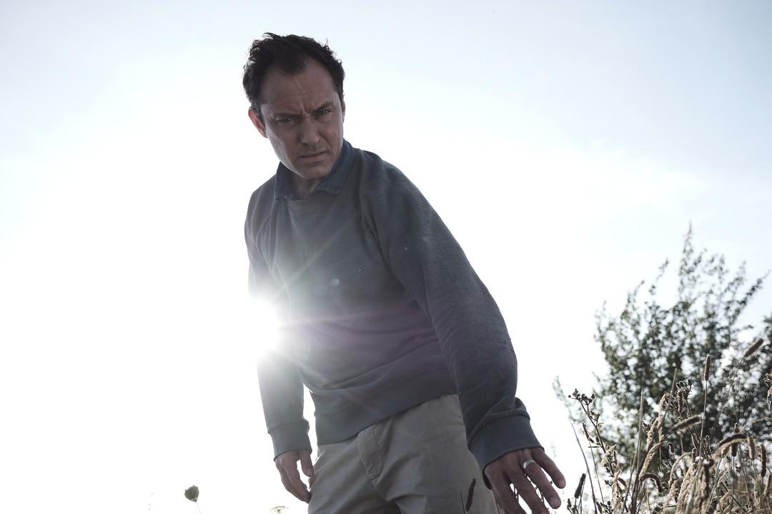 The Third Day: Erster Trailer zur Sky-Serie mit Jude Law und Naomi Harris - Bild 1 von 1