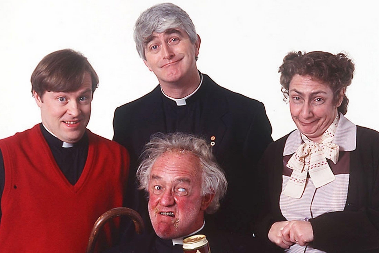 1995: FATHER TED, eine total unbekannte Serie bei uns. Sie spielt in Irland und handelt von drei Priestern auf der schönen Insel Craggy Island. Comedy mit britischem Humor in Irland.