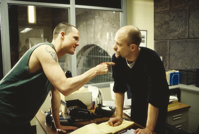 1997: OZ - HÖLLE HINTER GITTERN, eine Knastserie mit brutalster Gewalt. Sie zeigt, wie es im Männerknast angeblich wirklich zugeht. Auf jeden Fall ist es ganz großes Drama!