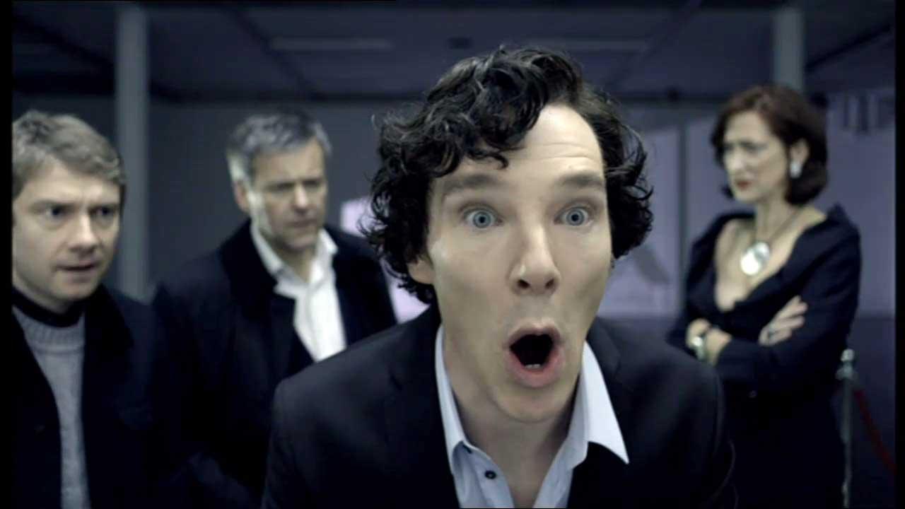 2010: SHERLOCK, die Serie war der Durchbruch zum Weltruhm für Benedict Cumberbatch und für seinen Partner Martin Freemann. Sherlock Holmes löst Fälle im hier und jetzt mit Handy und PC.