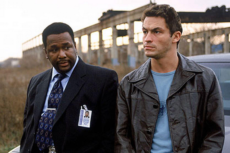 2002: THE WIRE, eine neugegründete Spezialeinheit nimmt es mit einem Drogenkartell auf. Für viele ein absolutes Serienhighlight und eine der besten Produktionen aller Zeiten.